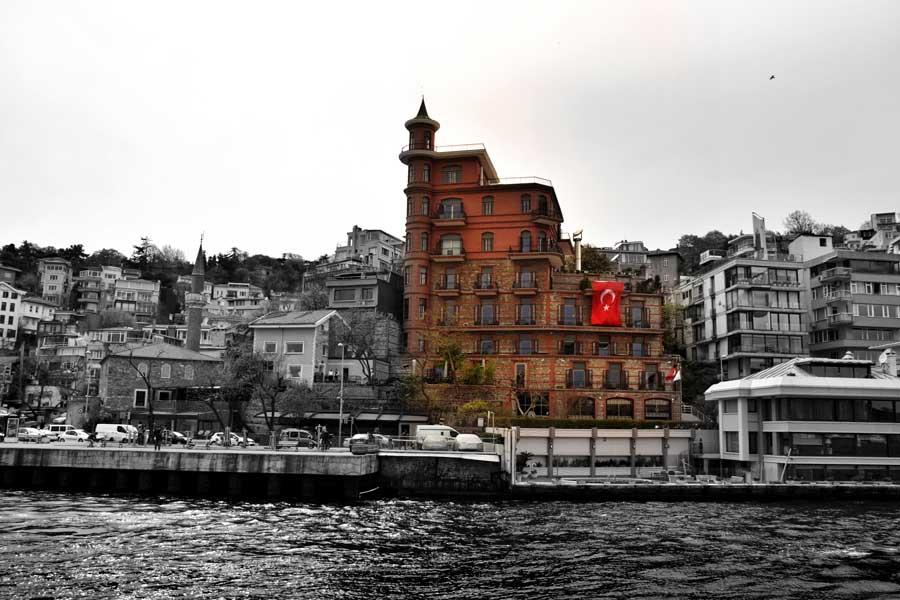 İstanbul Boğazı Rumelihisarı Yusuf Ziya Köşkü veya Perili Köşkü - Bosphorus European Side Rumelihisarı Yusuf Ziya Mansion or Haunted Mansion