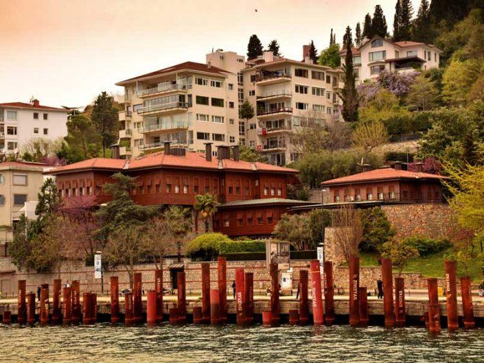 İstanbul Boğazı yalıları Rumelihisarı Yılanlı Yalı - Bosphorus European Side Rumelihisarı Yılanlı Mansion