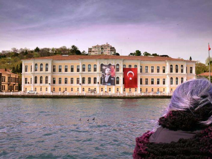 İstanbul Kabataş Erkek Lisesi veya Esma Hatun Konağı - Bosphorus European Side Esma Hatun Mansion or Kabataş Boys' High School