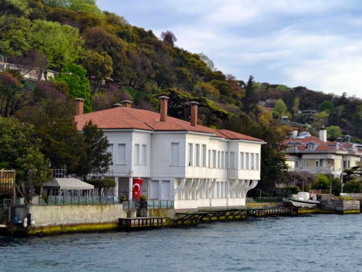 İstanbul Kuzguncuk Fethi Paşa Yalısı - Bosphorus Anatolian Side Kuzguncuk Fethi Paşa Mansion