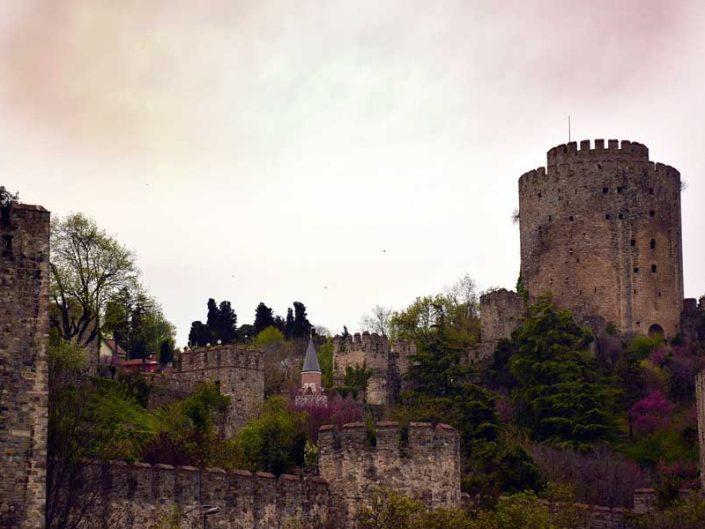 İstanbul Rumeli Hisarı ya da Boğazkesen Kalesi - Bosphorus European Side Rumelihisarı or Boğazkesen Castle