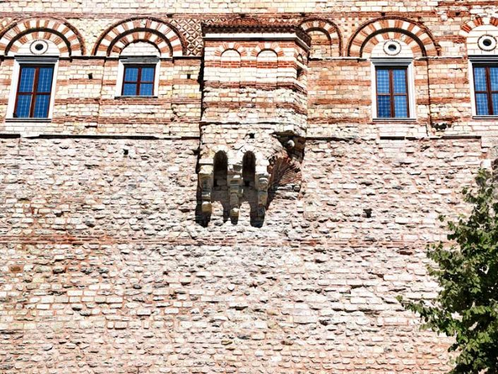 İstanbul Tekfur Sarayı veya Porfirogennetos sarayı güney cephesi - Istanbul Tekfur Palace or Porfirogennetos palace south facade