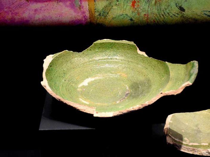Tekfur Sarayı Müzesi eserleri Osmanlı dönemi kase parçaları - Tekfur Palace Museum artifacts Ottoman period bowl pieces
