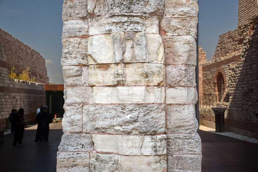 Tekfur Sarayı girişi ve cam cephesi - Tekfur Palace entrance and glass facade.jpg