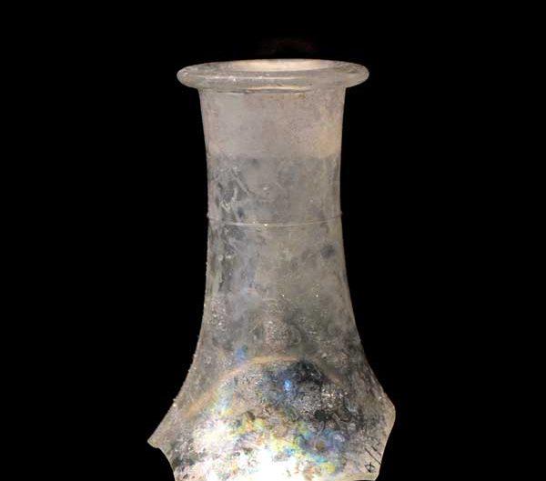 Tekfur Sarayı müzesi eserleri Osmanlı dönemi cam şişe boyun parçaları - Tekfur Palace museum artifacts Ottoman period glass bottle neck pieces