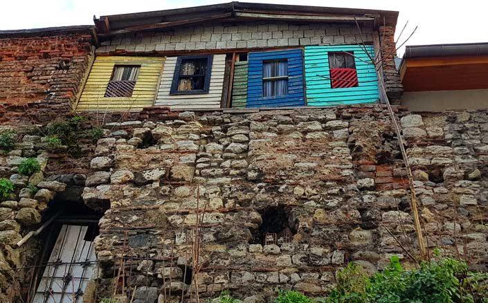 Cibali İstanbul surları kaçak yapıları ve evleri - illegal structures and houses on Cibali Walls of Constantinople