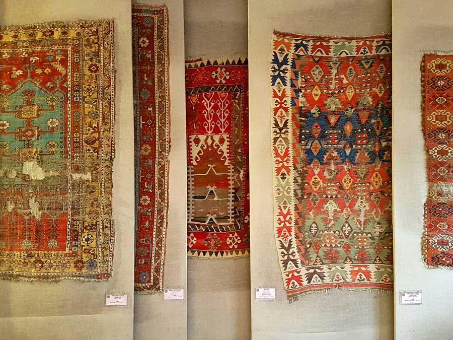 Sahip Ata Vakıf Müzesi kilim eserleri - Konya Sahip Ata Museum historical rug works