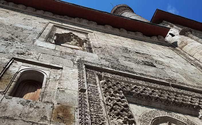 Sivas Anadolu Selçuklu mimarisi Çifte Minareli Medrese cephesi - Rum Seljuk Sultanate architecture Sivas Cifte Minareli Madrasah facade