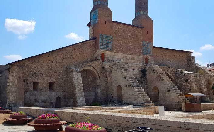Sivas Anadolu Selçuklu mimarisi Çifte Minareli Medrese içten görünüm - Rum Seljuk Sultanate architecture Cifte Minareli Madrasah inside view