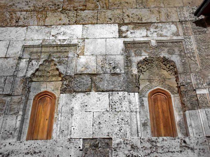 Sivas Çifte Minareli Medrese cephe süslemeleri - Rum Seljuk Sultanate architecture Cifte Minareli Madrasah facade decorations