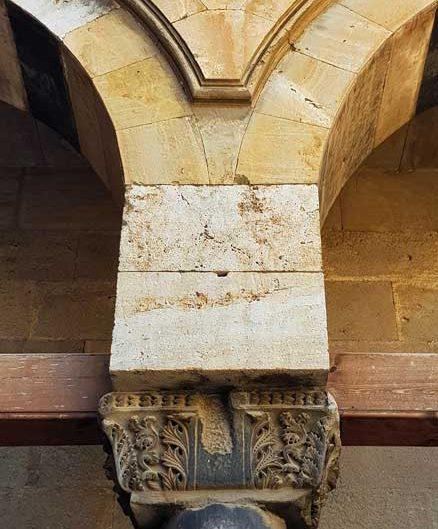 Buruciye Medresesi avlusu sütun başlığı - Buruciye Madrasah courtyard column head