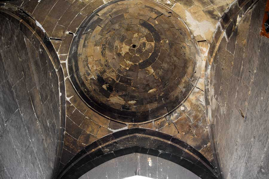 Buruciye Medresesi giriş eyvanında spiral kubbe - Spiral dome at the Buruciye Madrasah entrance iwan