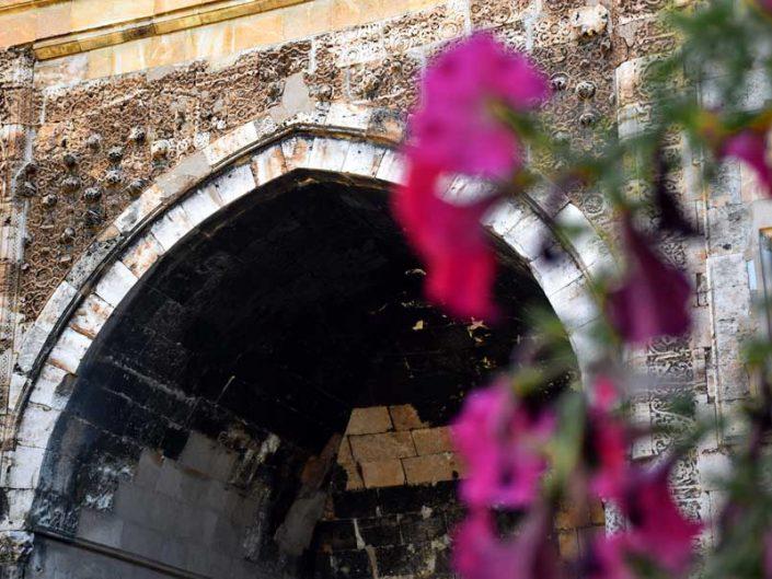 Buruciye Medresesi restore edilmiş baş eyvanı, eski-yeni malzemeler - Sivas Buruciye Madrasah restored big iwan, old-new materials