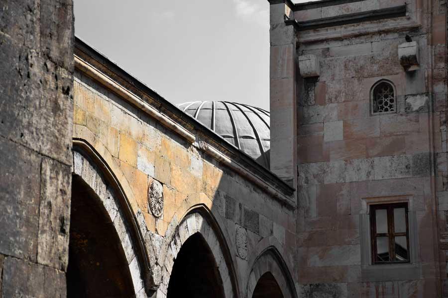 Sivas Anadolu Selçuklu mimarisi Buruciye Medresesi eyvan kemerleri - Turkey Rum Seljuk Sultanate architecture Sivas Buruciye Madrasa iwan archs