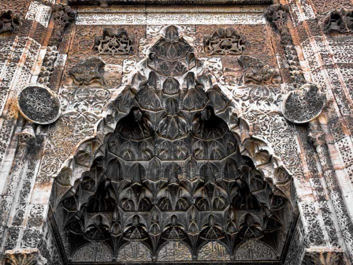 Sivas Buruciye Medresesi Taç Kapı mukarnas detayı ve bezemeleri - Sivas Buruciye Madrasa portal decoration and muqarnas details