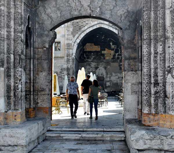 Sivas Buruciye Medresesi Taç Kapı girişi - Buriciye Madrasa Portal entry