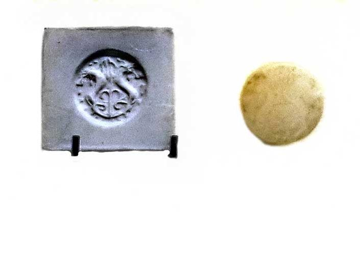 Gordion Müzesi fotoğrafları Roma dönemi üfleme tekniğinde cam lakrimarium - Gordion Museum photos Roman period blown-glass lacrimarium