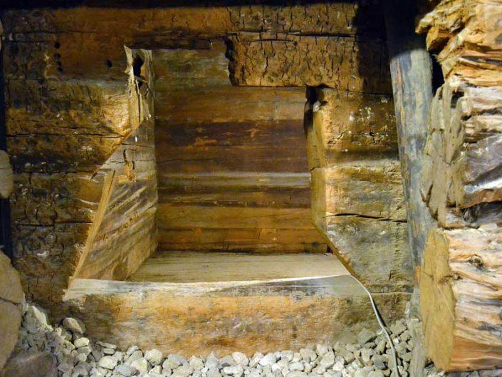 Midas tümülüsü içinde Kral Midas'ın ağaçtan yapılmış oda mezarı - King Midas chamber tomb made of wood inside the Midas tumulus