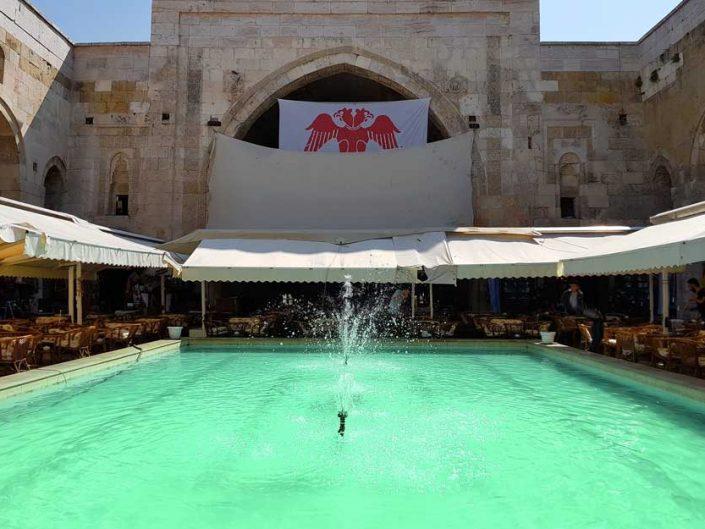 Şifaiye Medresesi ana eyvan ve iç avlu havuzu - Sivas Madrasa iwan and inner courtyard pool