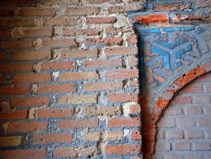 Şifaiye Medresesi yok olmuş Selçuklu çinileri - Sivas Sifaiye Madrasa interior, deformed and lost Seljuk tiles