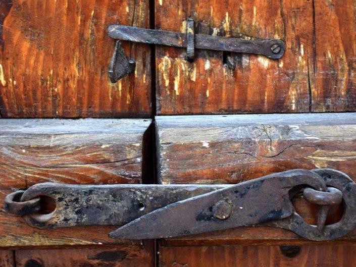 Bakibey Konağı ahşap dış kapı kilit detayı - Burdur Bakibey mansion wooden exterior door lock detail