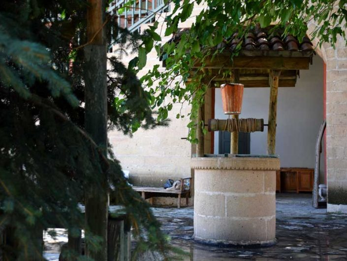 Bakibey Konağı hayat içinde kuyu - Traditional Turkish architecture Bakibey mansion photos well at courtyard
