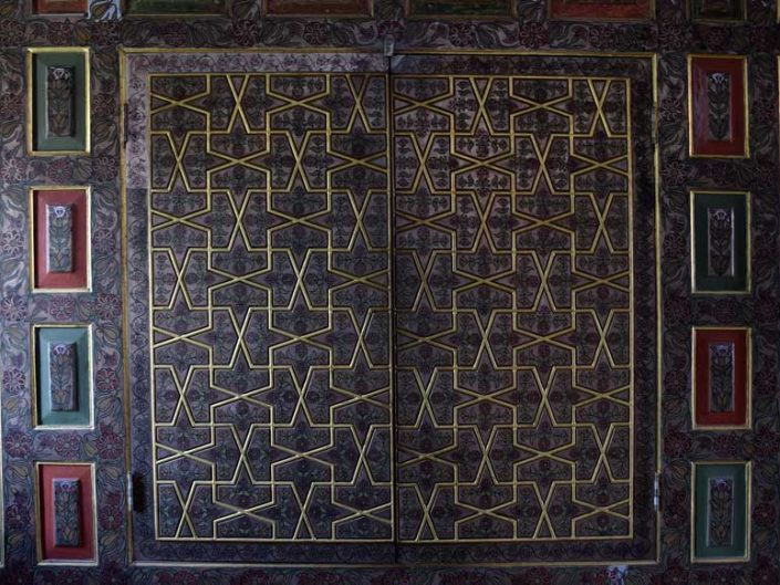 Bakibey Konağı kalemişi yüklük dolap kapağı - Traditional Turkish architecture Bakibey mansion hand-drawn ornamented cabinet door