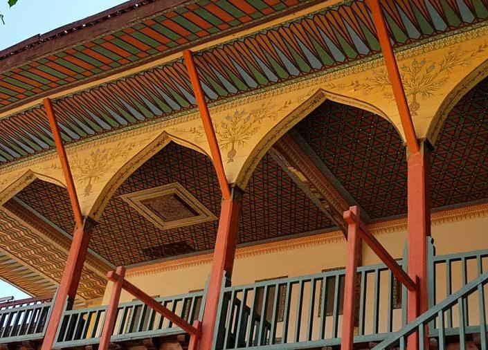 Burdur Bakibey Konağı Türk evi mimarisi açık sofa cephesi ve saçak detayı - Bakibey mansion Turkish house open-sofa facade and eaves detail