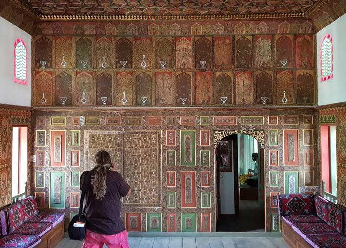 Burdur gezilecek yerler Bakibey Konağı başoda iç mekan kalemişi süslemeleri - Burdur places to visit Bakibey mansion main room hand-drawn decorations
