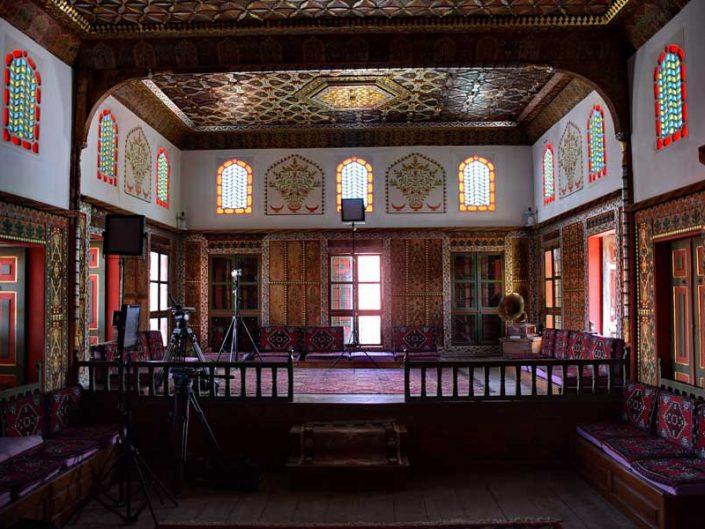 Geleneksel Türk mimarisi Bakibey Konağı başoda sekisi - Traditional Turkish architecture Bakibey mansion main room elevated floor