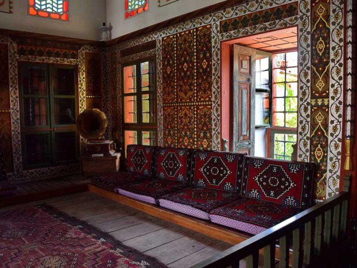 Geleneksel Türk mimarisi Bakibey Konağı kalemişi süslemeleri - Traditional Turkish architecture Bakibey mansion hand-drawn interior decoration