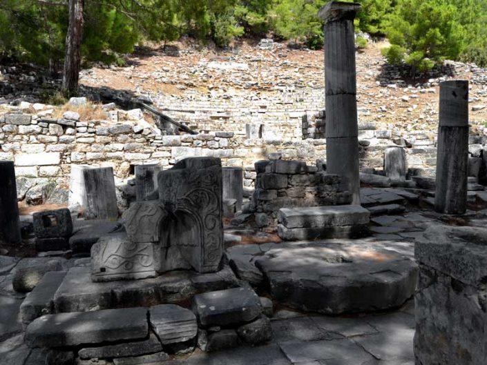 Priene antik kenti tiyatrosu kalıntıları - Priene, ruins of ancient theatre