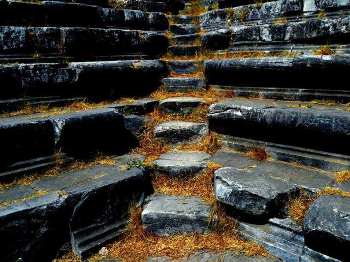 Priene antik kenti Bouleuterion basamakları - Priene ancient city bouleuterion stairs