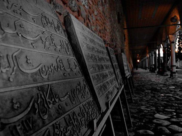Topkapı Sarayı 2. avlu revaklar ve tarihi kitabeler - Topkapı Palace 2nd courtyard porticos and stone inscriptions