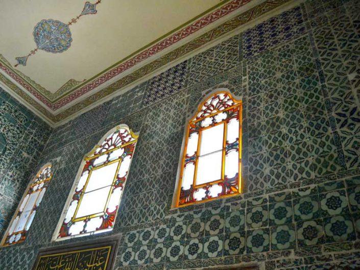 Topkapı Sarayı Haremi Valide Sultan Odası girişi Osmanlı çinileri - Topkapı Palace Harem Section Queen Mother's Main Chamber entrance decorated tiles