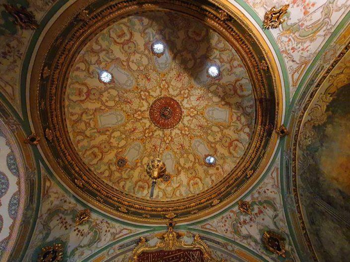 Topkapı Sarayı Kubbealtı Divan-ı Hümayun binası kubbesi - Topkapı Palace Divan Hall interior dome decorations