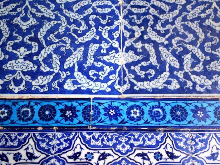 Topkapı Sarayı dekorasyonunda kullanılan farklı desenli çini panolar - Topkapı Palace glazed tiles of various decorations