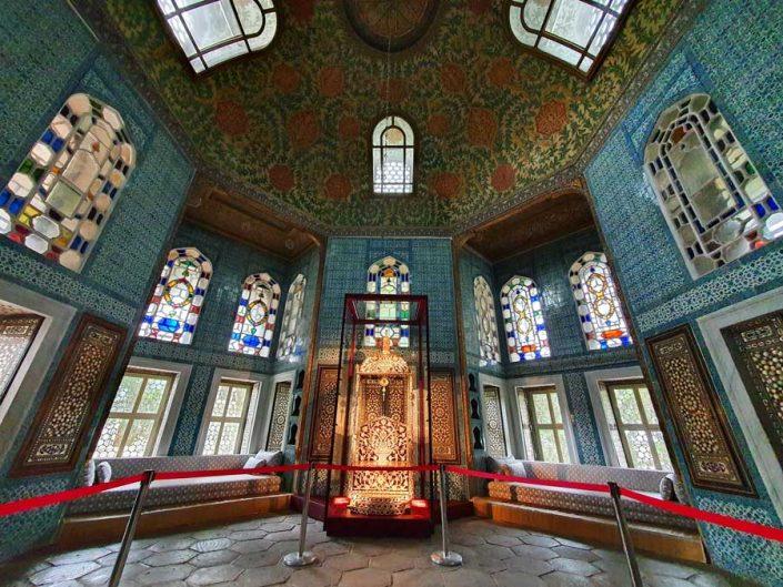 Topkapı Sarayı Revan Köşkü Arife Tahtı (Sultan 1. Ahmet Tahtı) - Topkapı Palace Revan Kiosk Arife Throne (Sultan 1. Ahmet Throne)