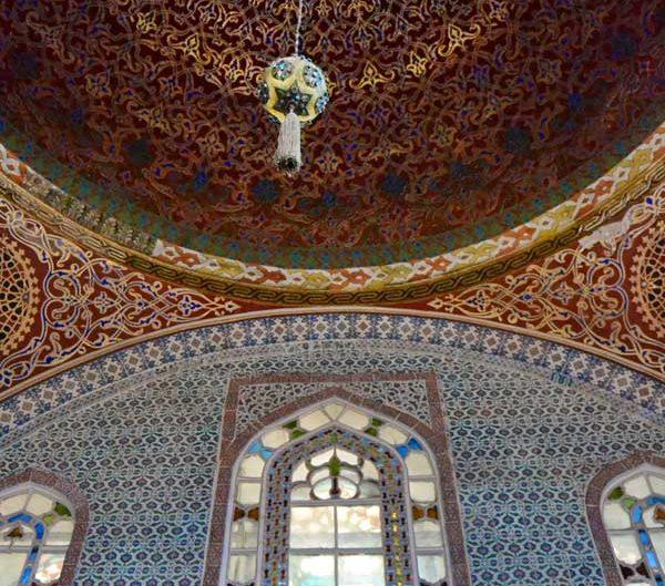 Topkapı Sarayı I. Ahmed Has Odası duvar ve kubbe içi süslemeleri - Topkapı Palace Harem Section Sultan 1st Ahmed Main Chamber original tiles, dome and decorations